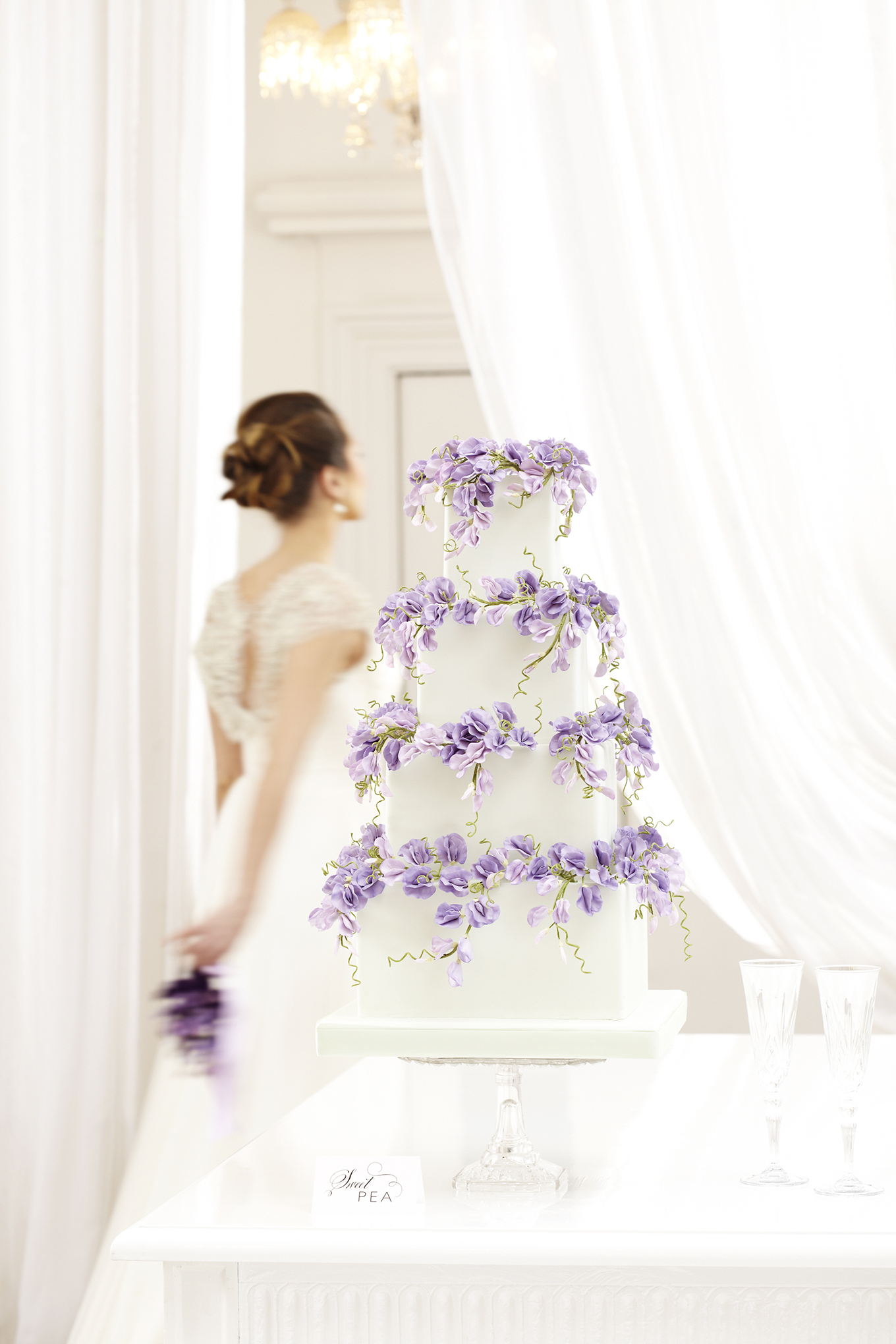 04_peggy-porschen_floral-wedding-cake-collection_purple-sweet-peas12981